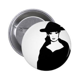 Mujer elegante en un gorra pin redondo de 2 pulgadas