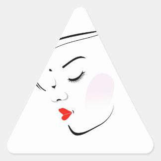 Mujer elegante que lleva un lápiz labial rojo pegatina triangular