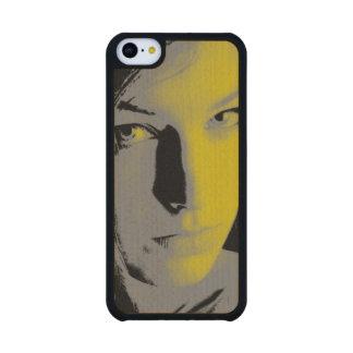 Mujer en amarillo funda de iPhone 5C slim arce