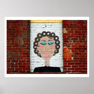 Mujer en bigudíes póster