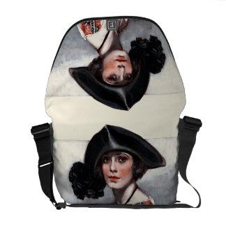Mujer en blusa bordada bolsa de mensajeria