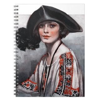 Mujer en blusa bordada cuaderno