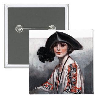Mujer en blusa bordada pin cuadrado