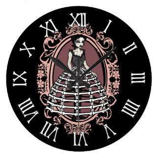 Mujer en crinolina del hueso reloj redondo grande