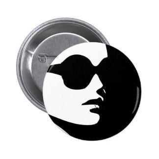Mujer en desgaste de moda del ojo pin redondo de 2 pulgadas