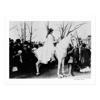 Mujer en el desfile Photograp del sufragio de la Postal