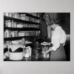 Mujer en el laboratorio de química, los años 10 impresiones