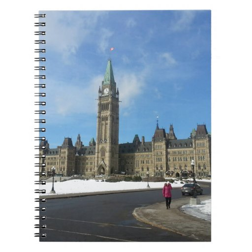 Mujer en el parlamento canadiense en Ottawa Libreta