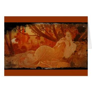 Mujer en hojas de otoño tarjeta de felicitación