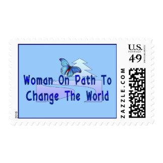 Mujer en la trayectoria franqueo