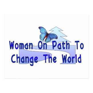 Mujer en la trayectoria postales