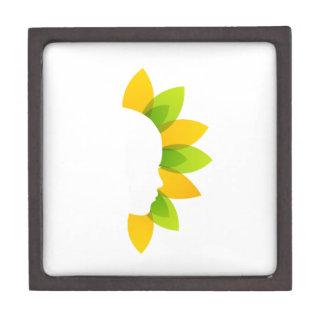 Mujer en las hojas del verde y del amarillo caja de joyas de calidad