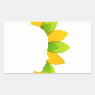 Mujer en las hojas del verde y del amarillo pegatina rectangular
