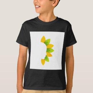 Mujer en las hojas del verde y del amarillo playera