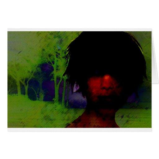 Mujer en las maderas oscuras tarjetas