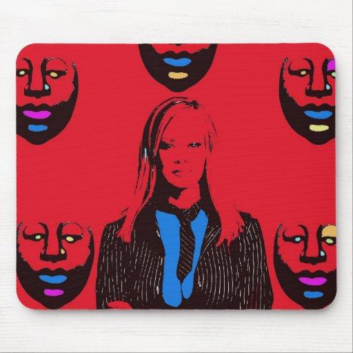 Mujer en rojo mousepad