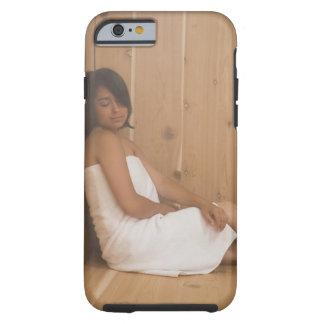 Mujer en sauna funda de iPhone 6 tough