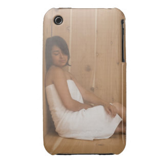 Mujer en sauna iPhone 3 cárcasa