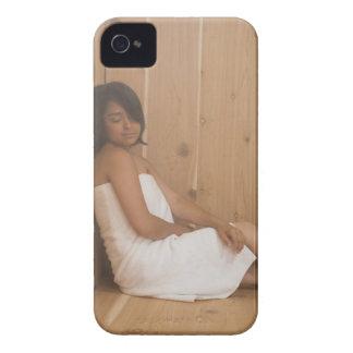 Mujer en sauna iPhone 4 cárcasas