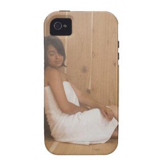 Mujer en sauna iPhone 4 fundas