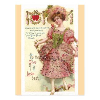 Mujer en tarjeta del día de San Valentín rosada Postales