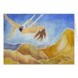 Mujer en un oscilación sobre las colinas felicitación
