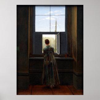 Mujer en una ventana póster