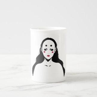 Mujer enmascarada taza de porcelana