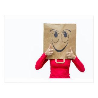 Mujer feliz con los pulgares para arriba postal
