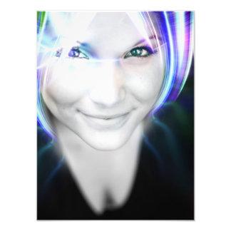 Mujer futurista del pelo que brilla intensamente arte con fotos
