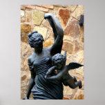 Mujer griega de la estatua con la querube poster