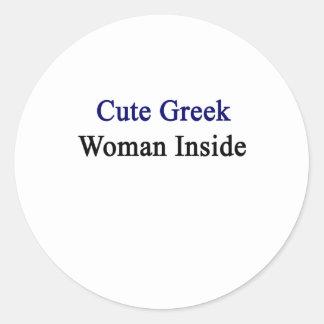 Mujer griega linda dentro pegatina redonda