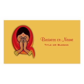 Mujer hindú con la bufanda principal en el saludo tarjetas de visita
