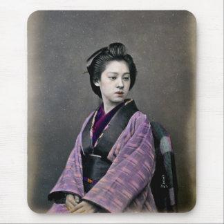 Mujer japonesa hermosa 1870 alfombrilla de ratones