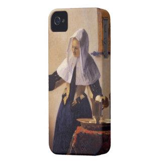 Mujer joven con un caso del iphone de la jarra del iPhone 4 Case-Mate protectores