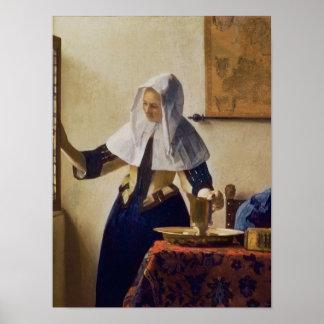 Mujer joven con un jarro de agua, c.1662 póster