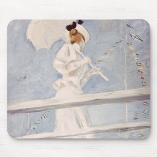 Mujer joven con un parasol en un embarcadero mouse pad