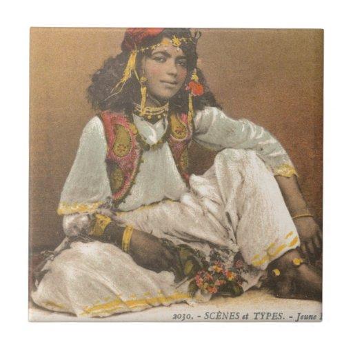 Mujer joven de Túnez 1910 Azulejos Ceramicos