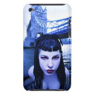 Mujer joven del gótico que se inclina sugestivo ce iPod touch cárcasas