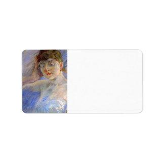 Mujer joven en blanco de Berthe Morisot Etiquetas De Dirección