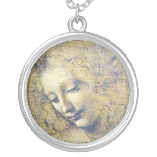 Mujer joven por el collar de Leonardo da Vinci