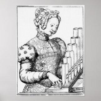 Mujer joven que juega un órgano portante posters