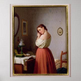 Mujer joven que trenza su pelo póster