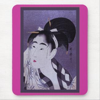 Mujer joven tapetes de ratón