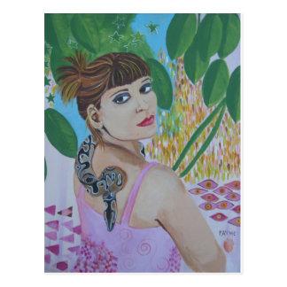 Mujer joven y su serpiente tarjeta postal