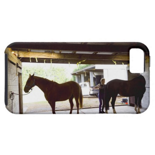 Mujer madura que se ocupa el caballo iPhone 5 fundas