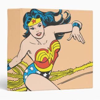 """Mujer Maravilla circundada con el lazo Carpeta 1 1/2"""""""