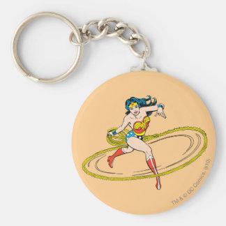 Mujer Maravilla circundada con el lazo Llavero Redondo Tipo Pin