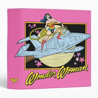 """Mujer Maravilla con el jet Carpeta 1 1/2"""""""