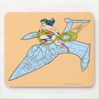 Mujer Maravilla en la nave espacial Alfombrilla De Ratón